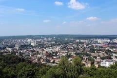 Vue aux toits dans la ville de Lvov Photo stock