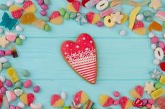 Vue avec des bonbons, fond en bois image stock