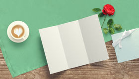 Vue avec le coeur de carte cadeaux et de valentines Image libre de droits