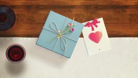 Vue avec le coeur de carte cadeaux et de valentines Photo libre de droits