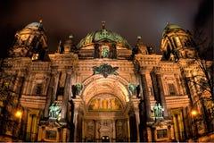 Vue berlinoise de nuit de dôme Image stock