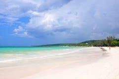 Vue blanche de plage de sable de baie blanche Jamaïque photographie stock