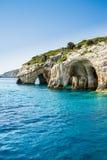 Vue bleue célèbre de cavernes sur l'île de Zakynthos, Grèce Photographie stock