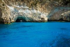 Vue bleue célèbre de cavernes sur l'île de Zakynthos, Grèce Image libre de droits