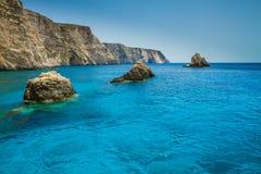 Vue bleue célèbre de cavernes sur l'île de Zakynthos, Grèce Images libres de droits