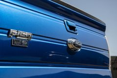 Vue bleue de porte à rabattement arrière de Ford F150 photographie stock