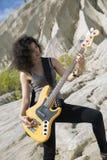 Vue bourdonnée de femme avec la guitare Photographie stock