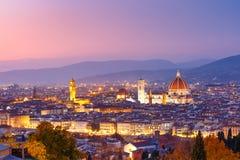 Vue célèbre de Florence la nuit, Italie Photos stock