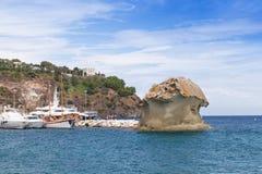 Vue côtière de ville de Lacco Ameno marina Images stock