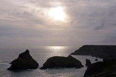 Vue côtière des îles en mer Photo stock