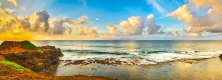 Vue côtière au lever de soleil Panorama Image libre de droits