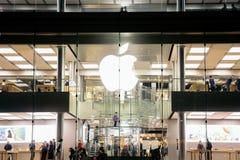 Vue centrale de nuit de magasin de pomme de Hong Kong Photo stock
