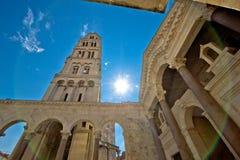 Vue centrale historique fendue de cathédrale Photo libre de droits