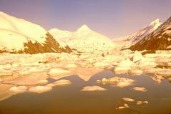 Vue changée par Digital de réchauffement global de glacier de transport et de lac portage comme vu de la route de Seward, Alaska photographie stock libre de droits