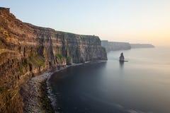 Vue chez les falaises et l'Océan Atlantique Images libres de droits