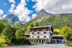Vue chez Mont Buet de village de Le Buet Images libres de droits
