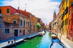 Vue colorée d'un canal scénique, Venise Photos stock