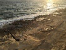 Vue courbe si une plage tôt le matin Photo stock