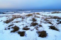 Vue crépusculaire de mer d'hiver Image stock