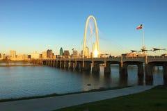 Vue crépusculaire de pont dans Dallas photo libre de droits