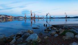 Vue crépusculaire de port industriel Santander Image libre de droits