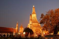 Vue crépusculaire de Wat Arun à Bangkok Image libre de droits