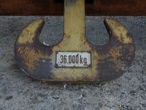 Vue détaillée de vieille et utilisée ancre dans le port sur la rivière Elbe Photographie stock libre de droits