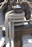 Vue détaillée des cordes de bateau images stock