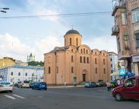 Vue d'église de Pyrohoshcha sur la place du contrat L'Ukraine, Kyiv, Podil Ed Photos libres de droits