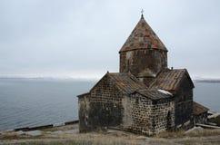Vue d'église de Surb Arakelots en hiver, Sevanavank, Arménie Images stock