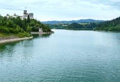 Vue d'été de château de Niedzica (ou château de Dunajec) (Pologne). Photos libres de droits