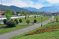 Vue d'été de parc de ville à Vladikavkaz Images libres de droits
