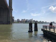 Vue d'été de pont de Brooklyn de Manhattan photo stock