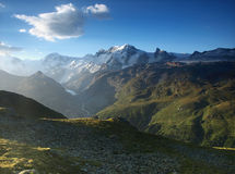 Vue d'été des Alpes de penninite, Suisse. photo stock