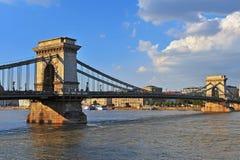 Vue d'été du pont à chaînes et du Danube Images libres de droits
