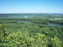 Vue d'été regardant au-dessus du fleuve Mississippi Photos stock
