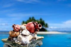 Vue d'île avec l'Amphora antique Photos stock