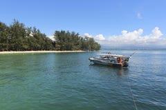 Vue d'île de Manukan, Sabah, Malaisie Photos stock