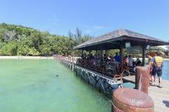 Vue d'île de Manukan, Sabah, Malaisie Images stock