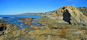 Vue d'île de trésor et de littoral dans le Laguna Beach, la Californie photo stock