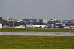 Vue d'aéroport d'Okecie à Varsovie Photo stock