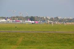 Vue d'aéroport d'Okecie à Varsovie Images libres de droits