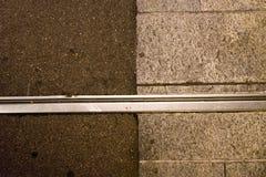 Vue d'abrégé sur structure de Concrecte pendant la nuit photographie stock libre de droits