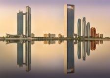 Vue d'Abu Dhabi Skyline au lever de soleil, EAU photo libre de droits