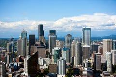 Vue d'aiguille de l'espace, sud-est au secteur financier de Seattle Photo libre de droits