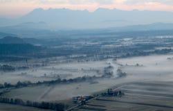 Vue d'air de paysage de rivière de brouillard Image libre de droits