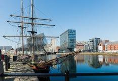 Vue d'Albert Dock et de trois grâces construisant à Liverpool Photographie stock