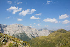 Vue d'Alpes de Carnic de traînée Wolayersee de Geo dans Lesachtal Carinthie Autriche Image libre de droits