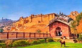 Vue d'Amer Fort de son jardin Une attraction touristique importante à Jaipur - au Ràjasthàn, Inde Images libres de droits