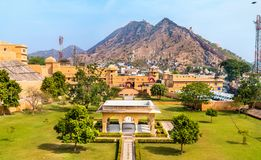 Vue d'Amer Fort Garden Une attraction touristique importante à Jaipur - au Ràjasthàn, Inde Images stock